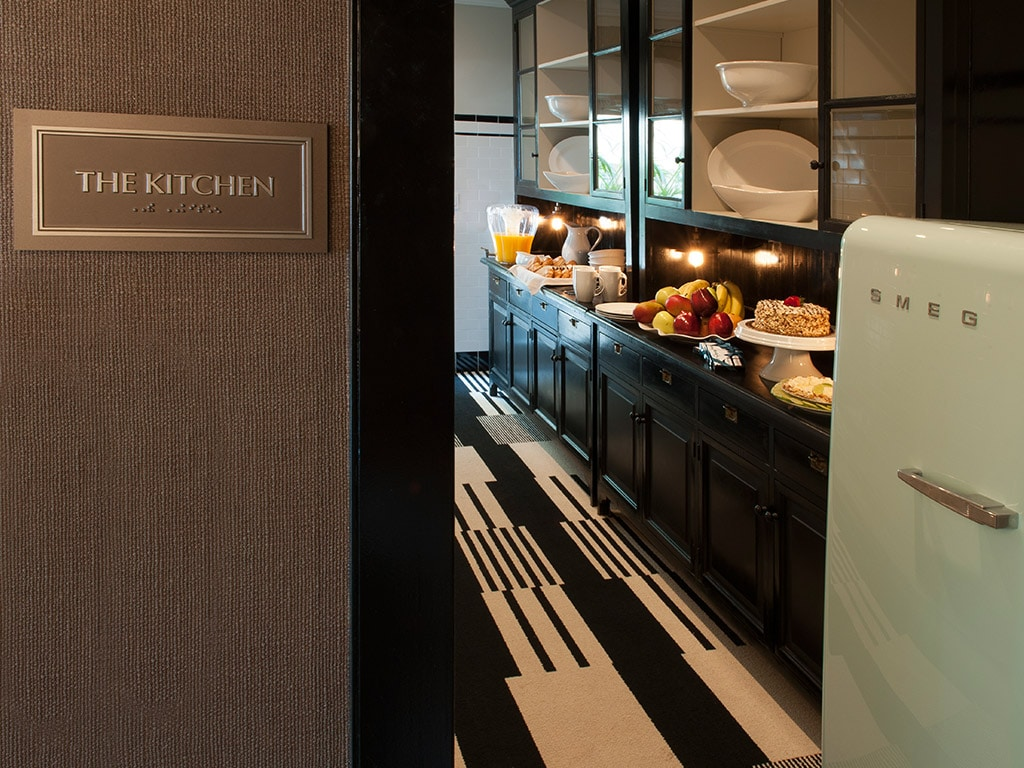 hotels in miami with kitchen booth seating review art deco south beach