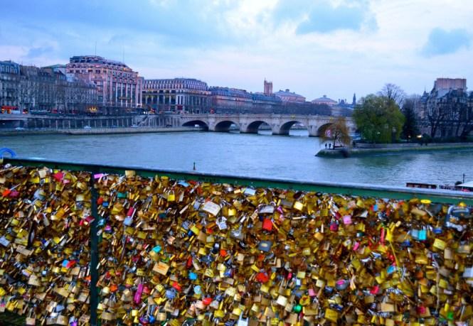 love lock bridge paris