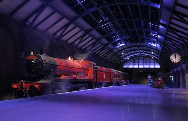 Harry Potter Hogwarts Express And Platform 9 3/4