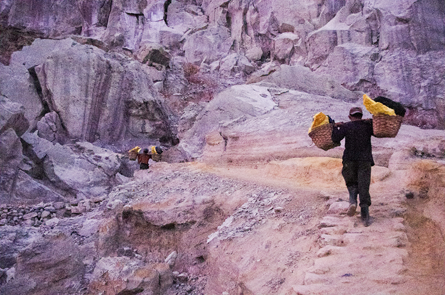 Sulphur Miners carrying sulphur blocks.
