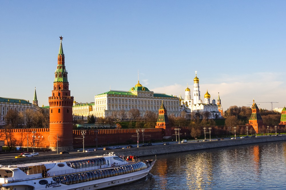 Photo of the Kremlin in Russia from the Moskova river.