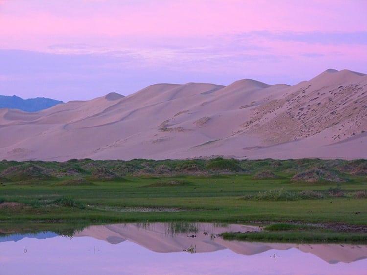 Sunrise in Khongoryn Els sand dunes