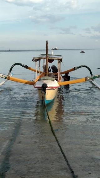 fisherman boat to Nusa penida