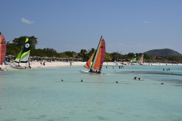 An image of a sail boat at an all inclusive resort in Mexico - all inclusive family vacations