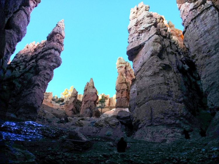An image of the rock pillars looking up from the canyon floor on the Navajo Loop Trail in Bryce Canyon National Park in Utah - best hikes in Bryce Canyon