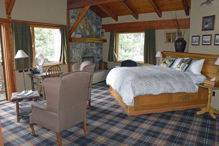 An image of a room at the Paintbox Lodge in Canmore, Alberta.