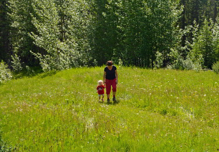 An image of a little girl and her grandma on the Crescent Falls hike in David Thompson Country, Alberta.