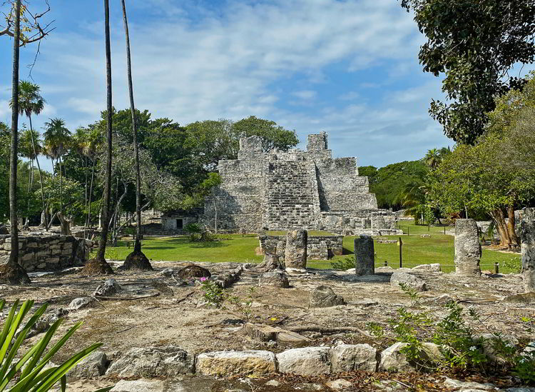 An image of the El Meco Mayan ruins in Cancun Mexico.