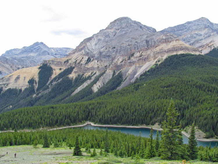 An image of mountains in Bighorn Backcountry in Alberta, Canada.