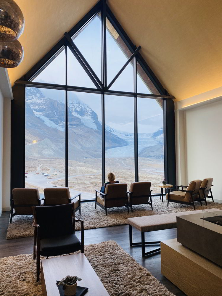 An image of the reception lounge at the Glacier View Lodge in Jasper National Park, Alberta, Canada.