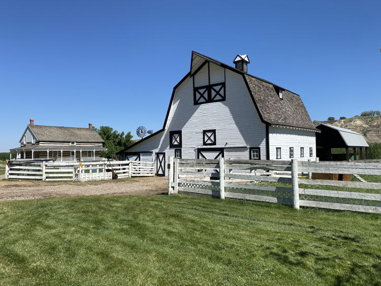 An image of the barn at Echo Dale Regional Park in Medicine Hat, Alberta, Canada.