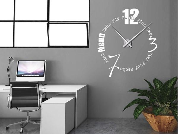 Wandtattoos als groe Wanduhren  Moderne Uhren mal anders