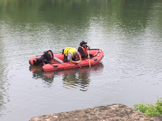 search rescue lakeside park pond_261458