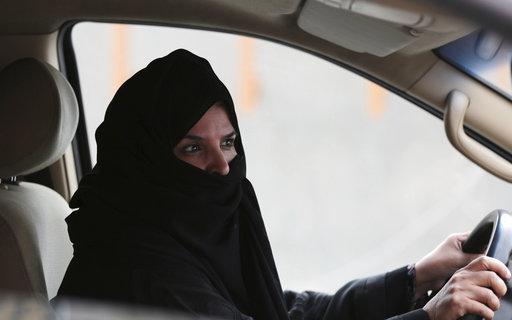 Saudi Arabia Women Driving_285876