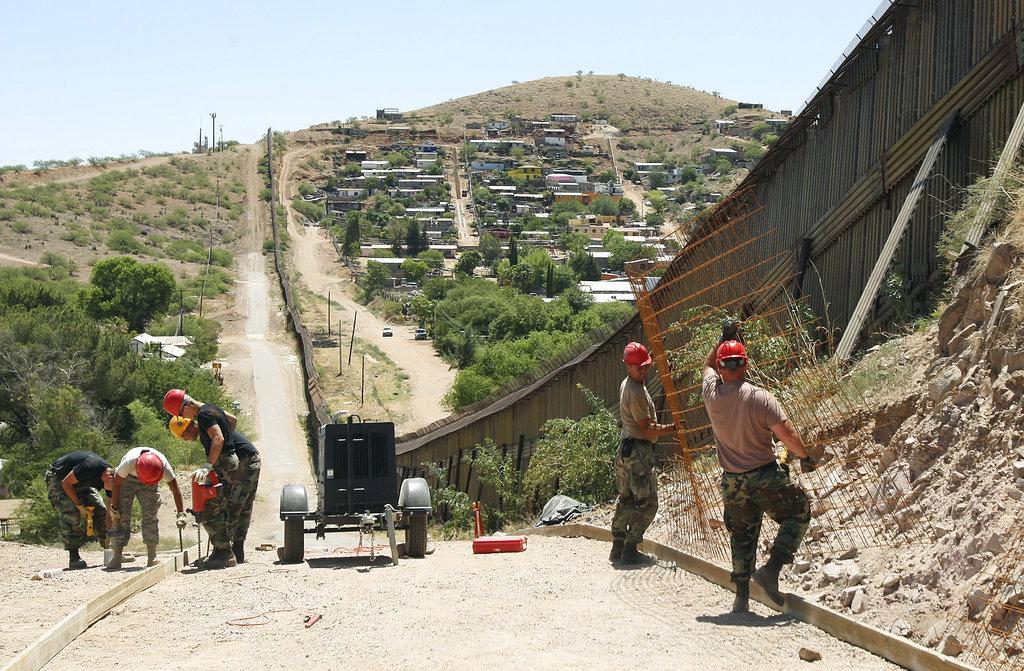 Trump Border2