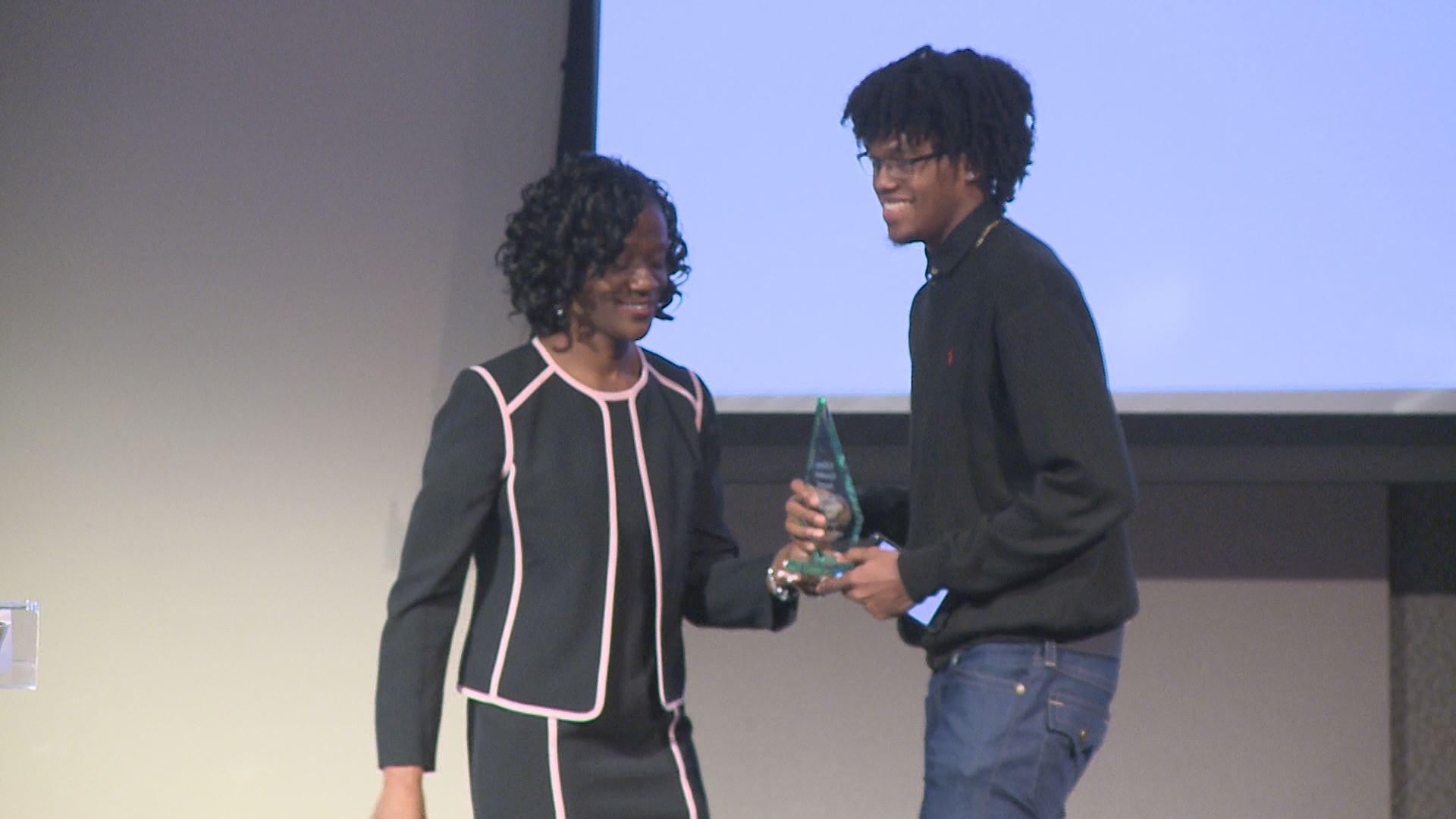 keion brooks wins gooden award