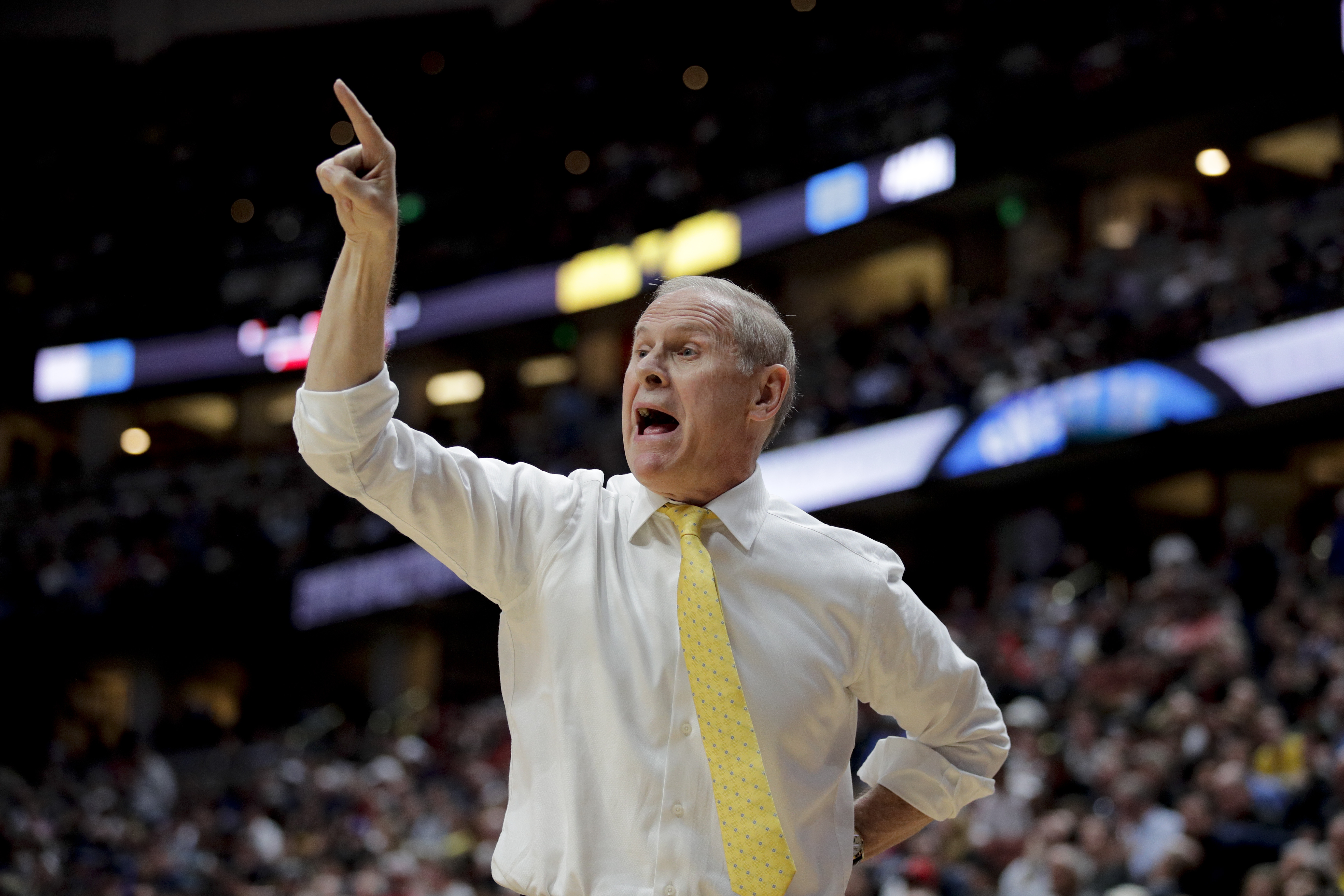 Ap Sources Cavs Sign Michigan S Beilein To 5 Year Deal