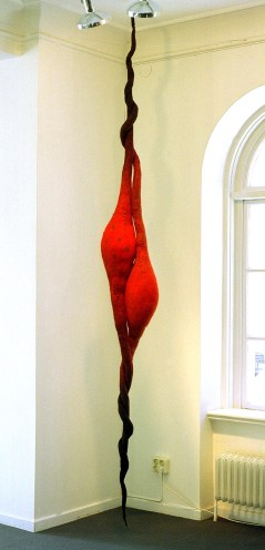 Kapslar, textil skulptur i tovad ull, ca 300 cm. ©Maria Wangi Ibohm, Maria Backström