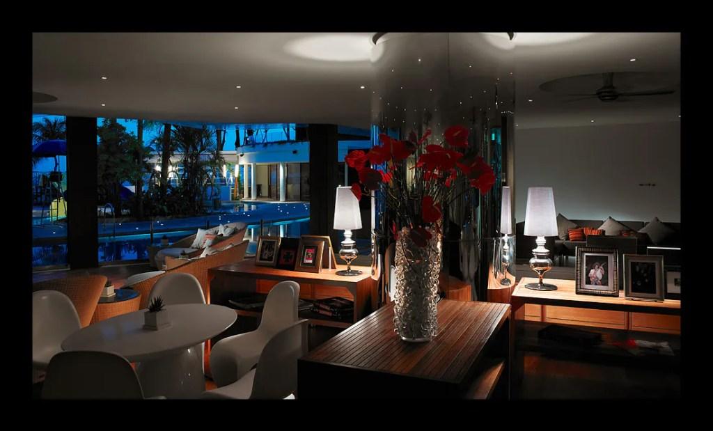 Lobby Lounge : kawasan lounge untuk mendengar live music pada setiap malam bermula jam 8.30 malam