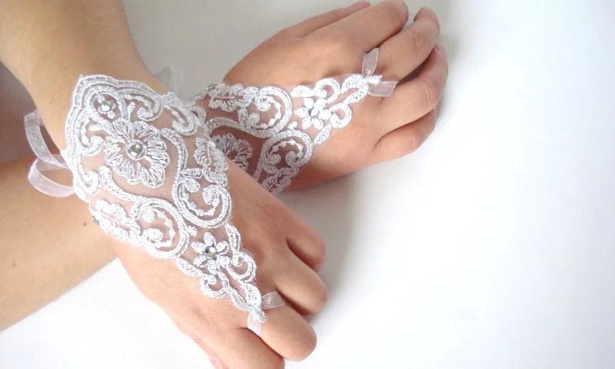 Henna Tangan Pengantin Putih