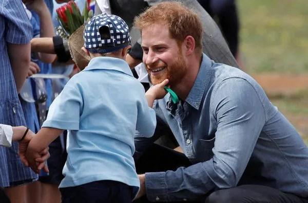 10 Momen Putera Harry Bersama Kanak-Kanak Bukti Dia Bakal Jadi Bapa Paling Fun