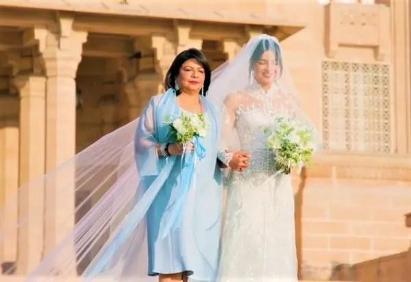 Cerita Di Sebalik Gaun Kahwin Priyanka Chopra Jadikannya Pengantin Paling Bertuah!