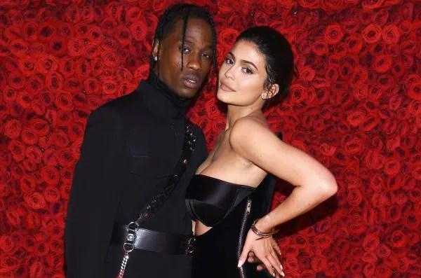 [ Video ] Gilalah Travis Scott Hias Rumah Kylie Jenner Dengan Bunga Mawar
