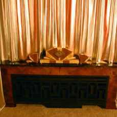 een klok die me deed denken aan het zware en hoekige meubilair van mijn oma
