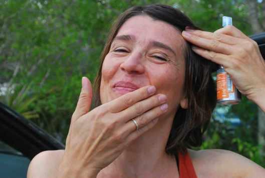 Voor alle zekerheid: stevig insmeren met muggenmelk!