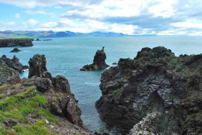 rotsen bij Arnarstapikust Ijsland