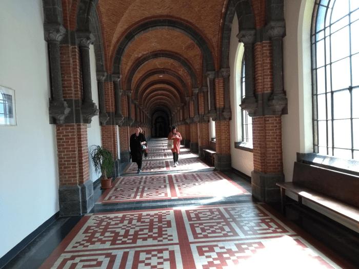 kloostergang glasramen Abdij Keizersberg Leuven