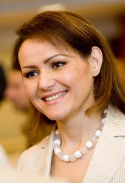 Nebahat Albayrak, van top-politca naar toppositie in de top-industrie..