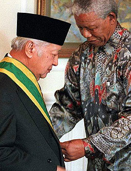 Suharto en Nelson Mandela