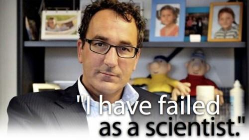 """Professor Diederik Stapel, leugenaar en fraudeur. Stapel zelf betuigde later, in een schriftelijke verklaring diepe spijt. """"Ik heb gefaald als wetenschapper, als onderzoeker. Ik heb onderzoeksgegevens aangepast en onderzoeken gefingeerd. Niet een keer, maar meerdere keren, en niet even, maar gedurende een langere tijd."""" """"Ik wilde te veel te snel"""", stelt Stapel. """"In de moderne wetenschap ligt het ambitieniveau hoog en is de competitie voor schaarse middelen enorm. De afgelopen jaren is die druk mij te veel geworden."""" """"Ik heb de fout gemaakt dat ik de waarheid naar mijn hand heb willen zetten en de wereld net iets mooier wilde maken dan hij is."""""""