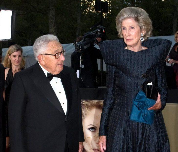 Henry Kissinger met zijn echtgenote Nancy.