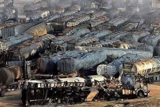 Een andere foto van de ongelooflijke verwoestingen die de Russische bombardementen hebben aangericht aan de 'ISIS-olie-industrie'..
