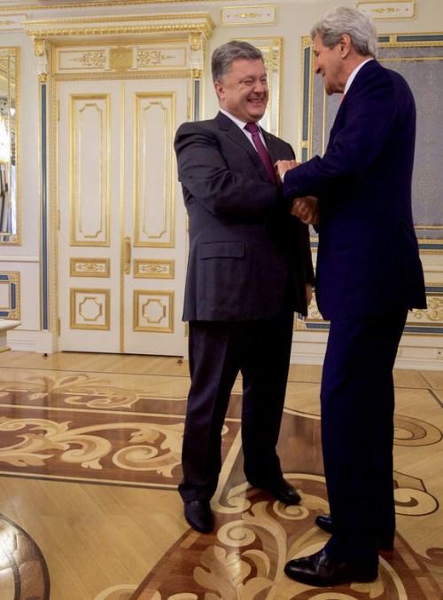 7 Juli 2016, John Kerry op bezoek bij de 'pro-westerse' president van Oekraïne Victor Poroshenko.