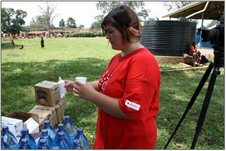 Foto van 'Kerstin', de Duitse vrijwilligster in Oeganda, die óók met MMS heeft gewerkt in het 'Rode Kruis malaria-experiment