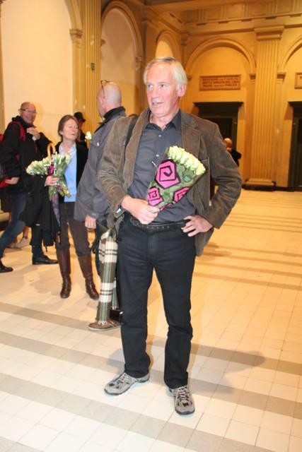 Peter Vereecke bij binnenkomst in de rechtbank van Gent, eerder dit jaar, waar hij zich diende te verdedigen tegen de aantijgingen van een topambtenaar van het Belgische ministerie van Volksgezondheid. Inmiddels diende gisteren het beroep van Peter Vereecke inzake zijn veroordeling voor 'misbruik van elektronische communicatiemiddelen'....!