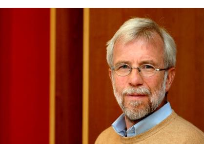 """De voorzitter van de Commissie Medicijnen, van de Duitse Medische Associatie, Prof. Dr. Wolf-Dieter Ludwig, is dit een schandaal dat aan de mensen moeilijk is uit te leggen: """"We zijn zeer ongelukkig met deze vaccinatiecampagne""""."""