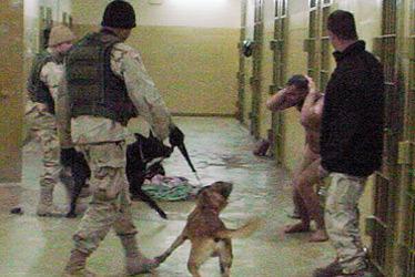 De bestialiteiten die in de beruchte Abu Ghraib-gevangenis werden uitgehaald, tarten elke menswaardigheid.