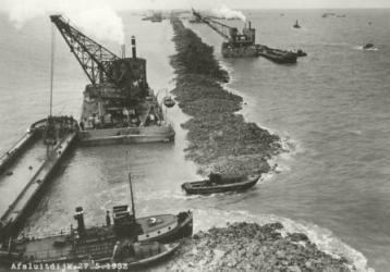 Zaterdagmiddag 28 mei 1932: de dijk werd gesloten, de 'Afsluitdijk' was geboren.