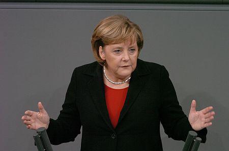 Bondskanselier Angela Merkel schijnt het ook allemaal niet te weten..!