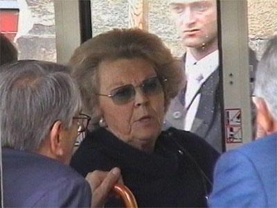 Beatrix lijkt een metamorphose te hebben ondergaan als ze de Bilderbergbijeenkomsten bezoekt. Niet zo vreemd als je de reikwijdte van dit artikel beschouwt.