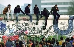 De val van de Berlijnse muur was het gevolg van 'het ene grassprietje'...