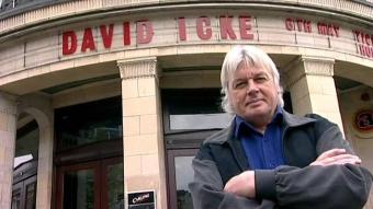 David Icke is een begenadigd spreker en is in staat grote groepen naar zich toe te trekken bij zijn optredens.