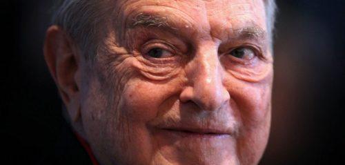 George Soros, de miljardair die alles in het werk stelt, de imperialistische agenda van de Amerikaanse 'krachten achter de schermen' uit te voeren. Hij is ook de man achter de grote organisatie van het op gang brengen van de vluchtelingenstromen uit het Midden-Oosten