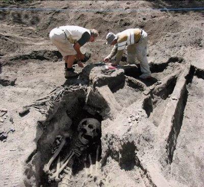 giant-skeleton011