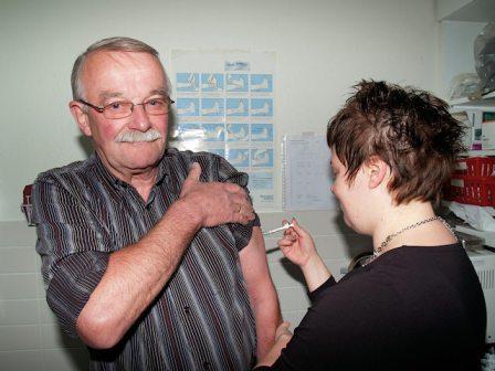 Het vaccineren van ouderen tegen de seizoensgriep is volstrekt overbodig en smijten met gemeenschapsgeld..