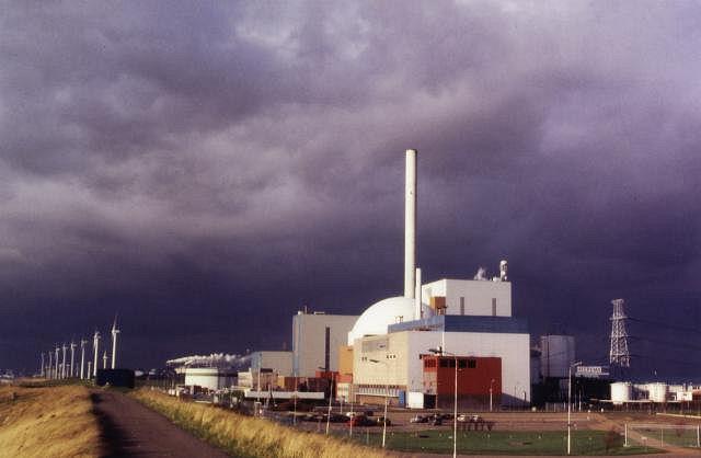 Is dit een symbolisch plaatje over de situatie in de kerncentrale in Borssele..? Donkere wolken die stevig 'onweer' voorspellen..?